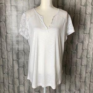 3/$25 🌟🌟🌟 Chaps lace shoulder tee